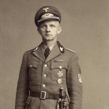 in Uniform des Reichsbundes der Deutschen Jägerschaft